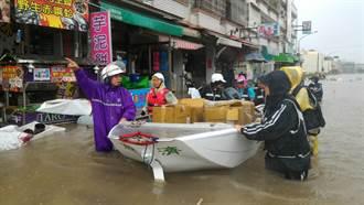 豪雨重創南台灣 慈濟與軍方涉水救災送熱食