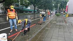 周日可能又豪雨 高市清潔隊員搶時間加強清運
