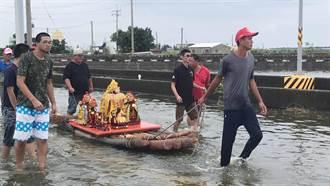 嘉義掌潭村淹水近2米 神明也落難