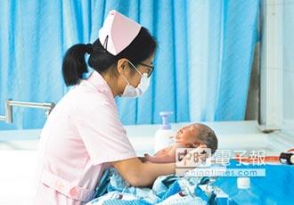 二孩政策落漆 出生率不升反降
