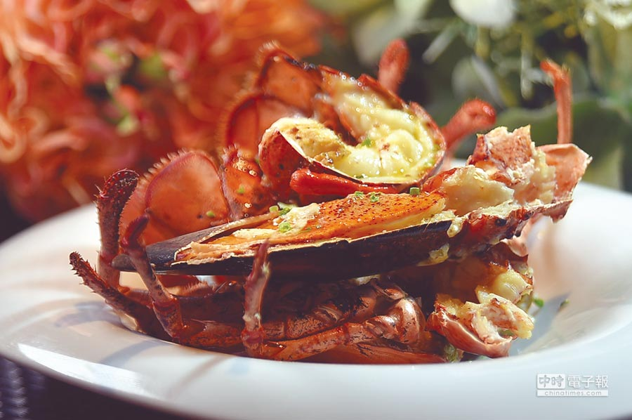 〈綻1852〉的波士頓龍蝦是鮮活龍蝦,為求口感一致性,蝦螯與蝦肉分開料理後再合在一起呈盤,作功講究。圖/姚舜