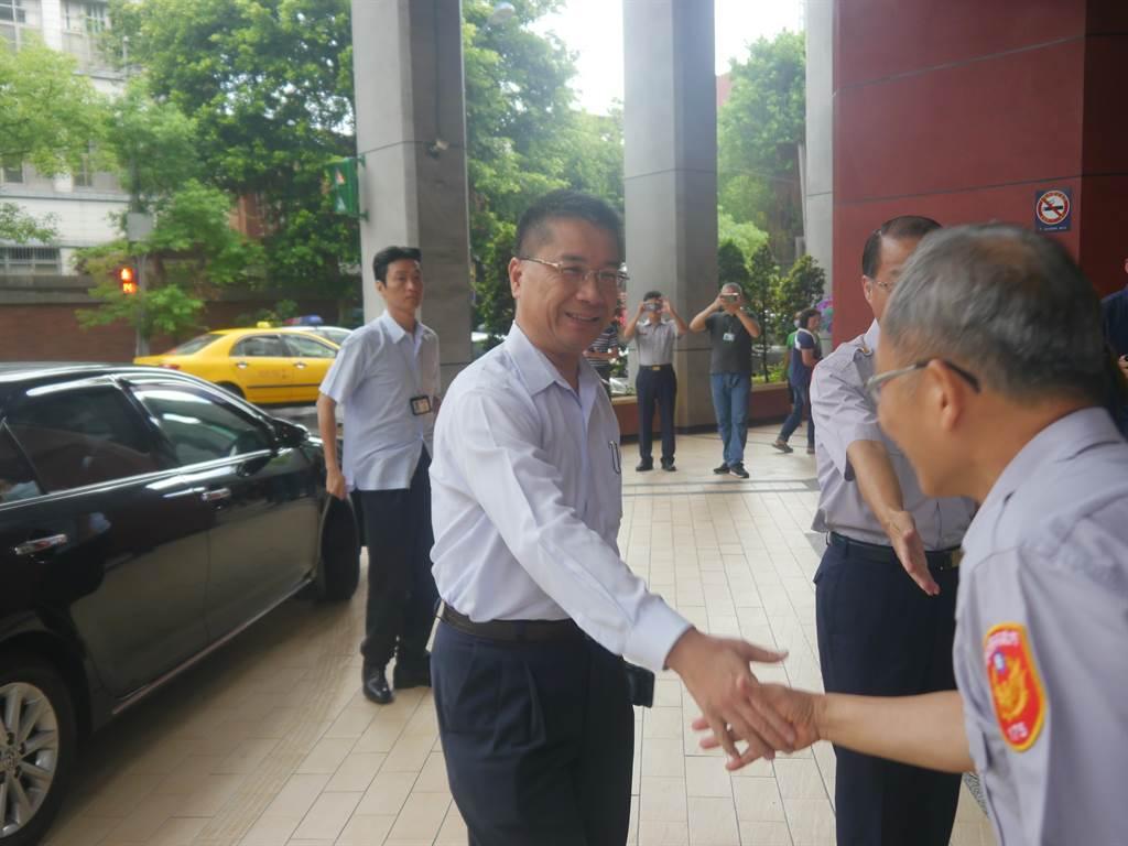 內政部長徐國勇(中)今(26)日上午9時出席基隆市警局進行慰勉視察。(張穎齊攝)