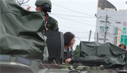 資深媒體人:劉屏》裝甲車上的女皇