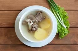 大骨肉湯營養價值高又補鈣? 醫師這樣說