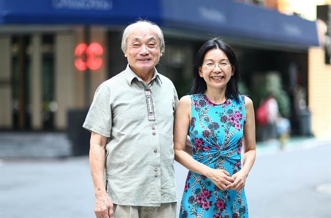 台灣音樂家吳淨蓮(右)與指揮家陳澄雄師徒情深。(鄧博仁攝)