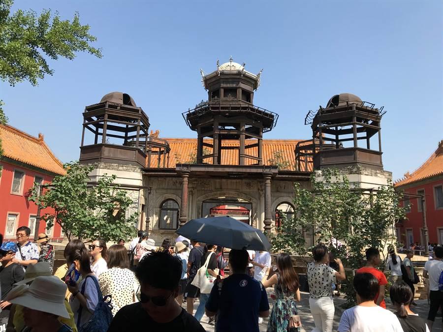 隨著宮鬥劇「延禧攻略」走紅,位於北京故宮東六宮的「延禧宮」近期擁入大量人潮。(圖/中央社)