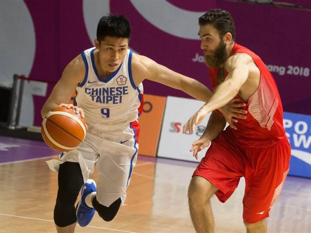 身為中華男籃隊長,陳盈駿這次確實不客氣了。(杜宜諳攝)