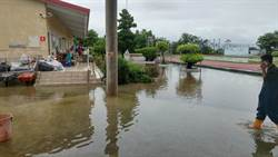 災後校園忙重建 北門國小玉湖分校抽排積水中