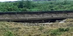 台南鹽水排水岸壁遭掏空 水利局:已派員搶修
