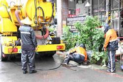 搶雨停空檔恢復市容 高市環保、工務團隊總動員