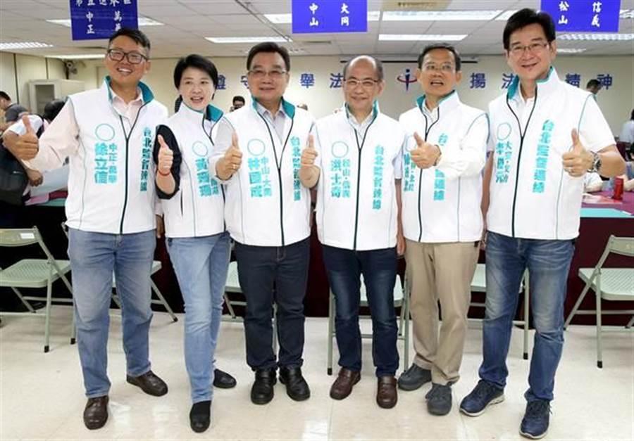 由親民黨及無黨籍議員參選人組成的台北監督連線,徐立信(左起)、黃珊珊、林國成、洪士奇、陳政忠、李慶元27日一同前往登記參選。(王英豪攝)