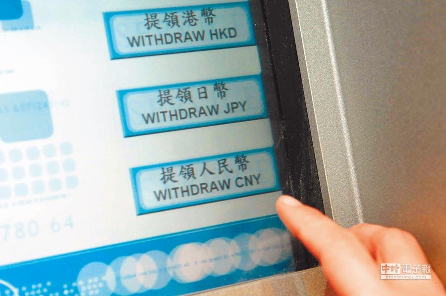 外幣ATM強勢回歸,民營銀行今年紛紛大舉擴充外幣ATM。(中央社)