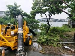 真理大學麻豆校區淹水仍未退 市府說明反惹議