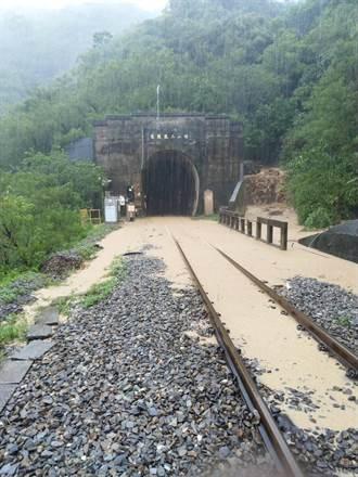 豪雨土石流影響 台鐵枋野=加祿路線不通