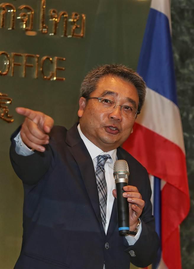 泰國經濟辦事處代表通才28日針對簽證費用調漲提出說明,在改善簽證品質下造成費用 增加,並非外傳調漲費用。(王英豪攝)