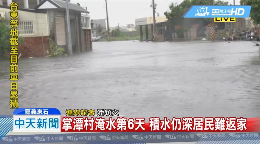掌潭村淹第六天仍水深及膝 灾民抗议怒吼「要回家」