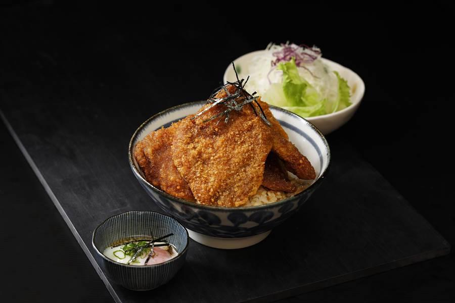 特色「和式牛醬丼」雙重口感一次滿足。(圖片提供/京都勝牛)