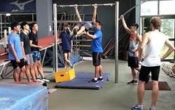 田徑夏令營在草屯撐竿跳高訓練中心 全國各地國、高中生有50位同學參加