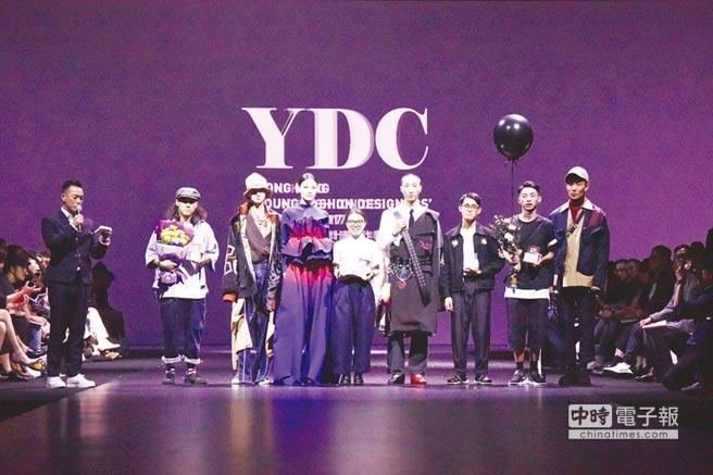 為香港時尚界培育年輕設計家,貿發局舉辦的香港青年時裝設計家創作表演賽是本屆時尚匯展的一大亮點;圖為2017年總決賽頒獎盛況。圖/業者提供