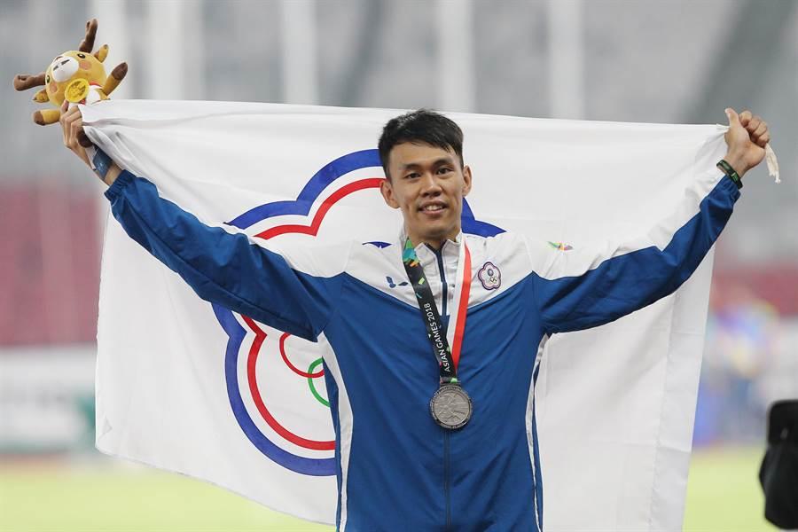 陳奎儒在雅加達亞運勇奪男子110公尺跨欄銀牌,用雙腳寫下歷史,他感謝各界支持與鼓勵,放眼2020東京奧運決賽圈。(杜宜諳攝/資料照)