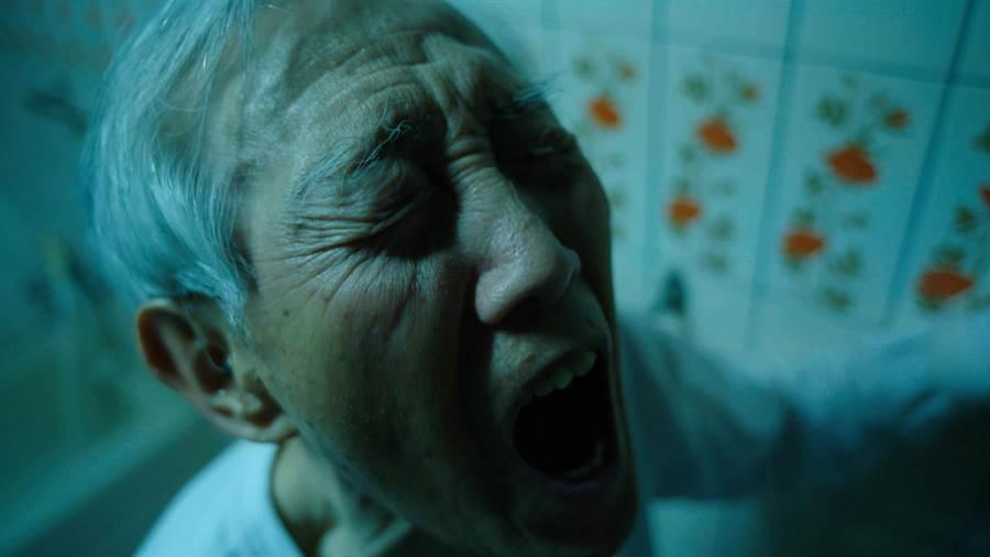 高振鵬在公視新創電影《水槍》詮釋痛苦的尿出血尿。(公視)