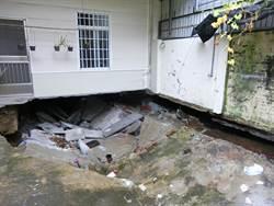 台南暴雨 院子破了3米大洞  屋主傻眼:誰敢住