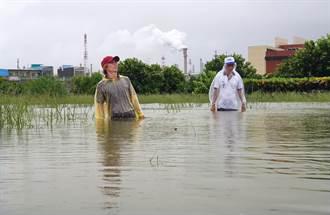 高雄林園中汕里淹水第3天仍未退 淹水最深達腰部以上