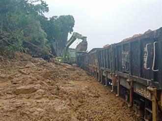台鐵加祿至枋野段土石崩落影響6車次500人 估12點搶通