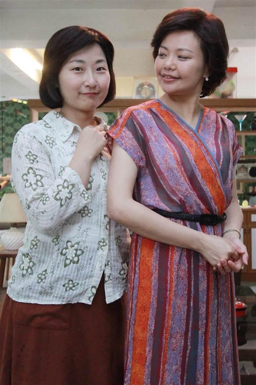 林嘉俐(右)和廖怡裬演母女。(民視提供)