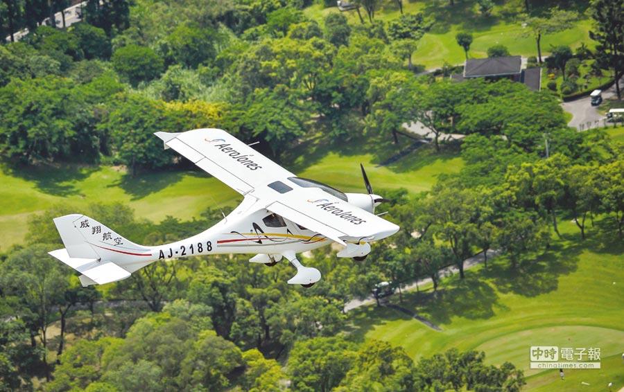 威翔航空所產製全球輕型運動飛機銷售NO.1的CT系列飛機,正翱翔於國際天空。圖/威翔航空提供