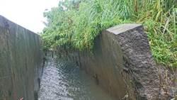 豆腐渣工程?大雨過後 台南排水溝壁斷裂100公尺