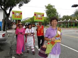 花蓮》新、原住民穿傳統服飾陪同登記  吉安鄉代參選人王淑娟受矚目
