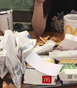 麥當勞點六塊炸雞給4隻雞翅 他含淚啃完