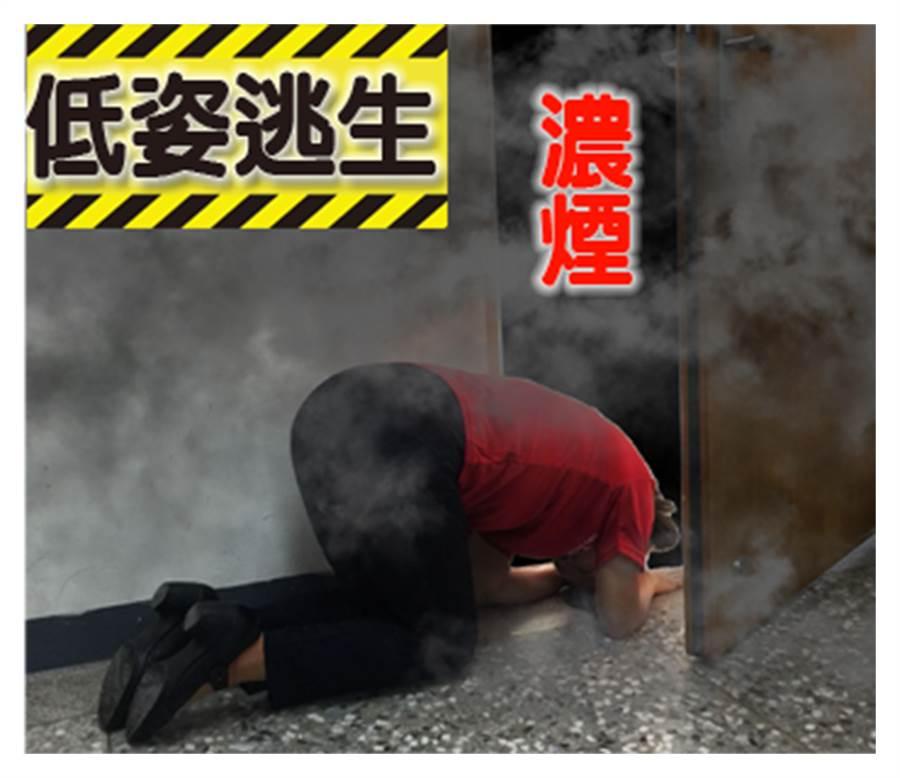 中市義勇消防總隊婦女防火宣導大隊第六中隊,推出「LINE」防火宣導貼圖,指出遇濃煙要低姿態逃生。(黃國峰翻攝)