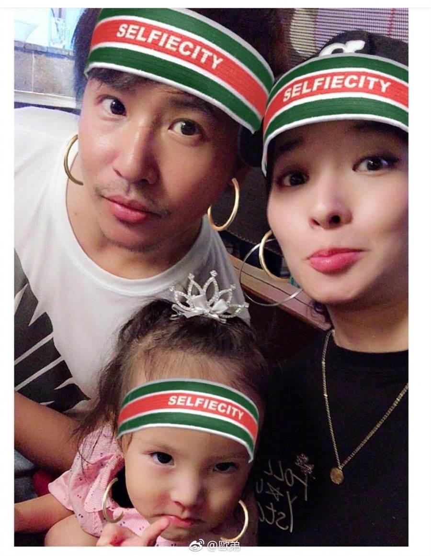 歐弟漢老婆及大女兒Jojo。(取自微博)