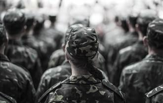 營區到處熊抱女兵 男軍官求改判敗訴