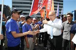 吳敦義出席九三軍人節向軍 人致敬活動