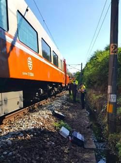 男子闖鐵軌遭火車撞死 影響4300人