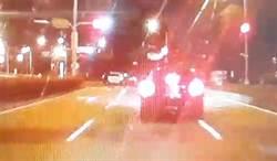 看到警察加速駛離 追到後才發現只是..