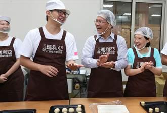 台中市長林佳龍伉儷 庇護工場做月餅邀民眾愛心認購