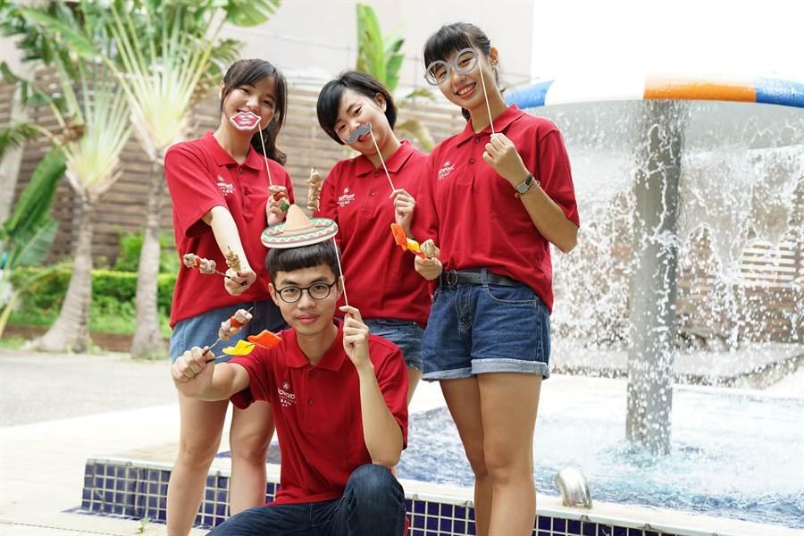 台中福華大飯店9月21日至23日將一連三天在1樓戶外戲水池畔舉辦「中秋拉丁池畔烤肉」。(馮惠宜翻攝)