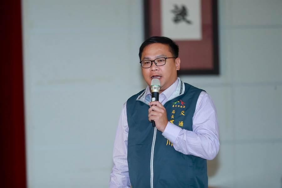台中市府交通局長王義川3日在市政會議專案報告指出,綠線車站設計以輕、簡、透為原則,重視通風、節能、降溫。(盧金足攝)