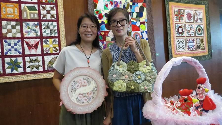 盧文文(左)、盧文妃(右)3日起在明道大學圖書館舉辦《雙藝》聯展。(鐘武達攝)