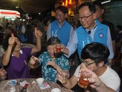 國民黨台北市長參選人丁守中出席「中崙市場普渡餐會」