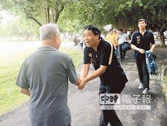 不滿經濟差 褲子大王楊政城選議員