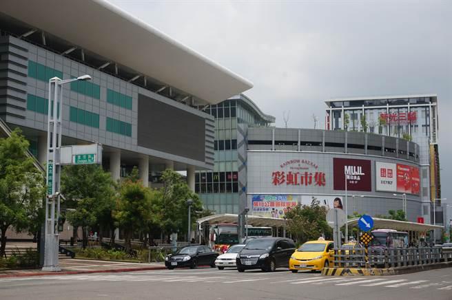 新光三越左營店周邊房價,近3年下修13.9%。(本報系資料照片)