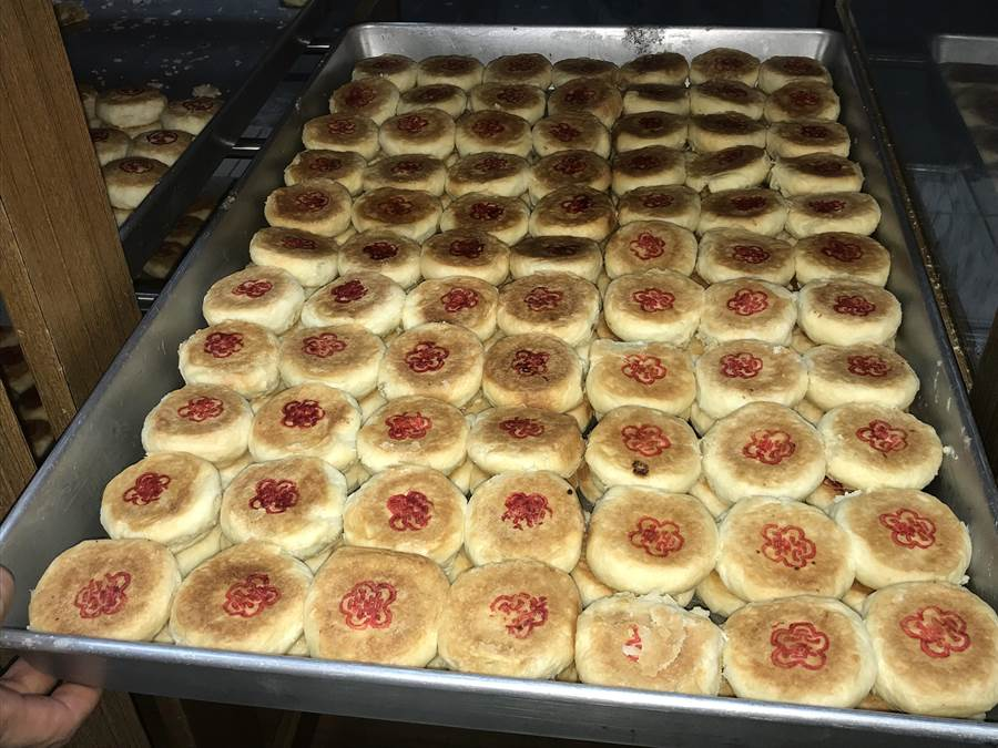 宜蘭市「長房老元香」的月餅,是必嚐的家傳古早美味。(胡健森攝)