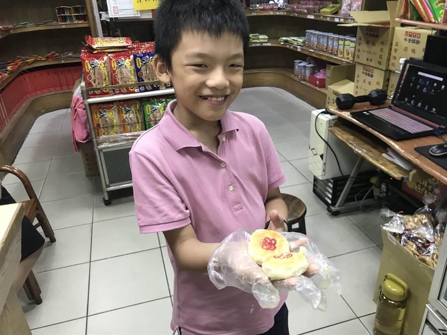「長房老元香」的月餅,是老少咸宜的美味食品。(胡健森攝)