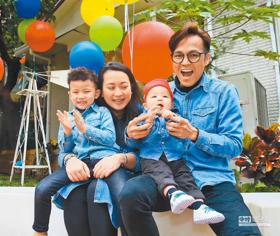 2016年3月,演員徐詣帆(右)與妻子及兩個孩子。(本報系資料照片)