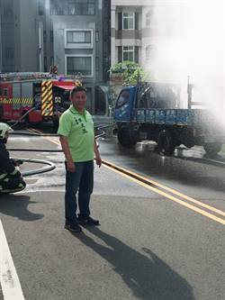 台中瓦斯管線遭貨車撞斷 天然氣噴發嚇壞人